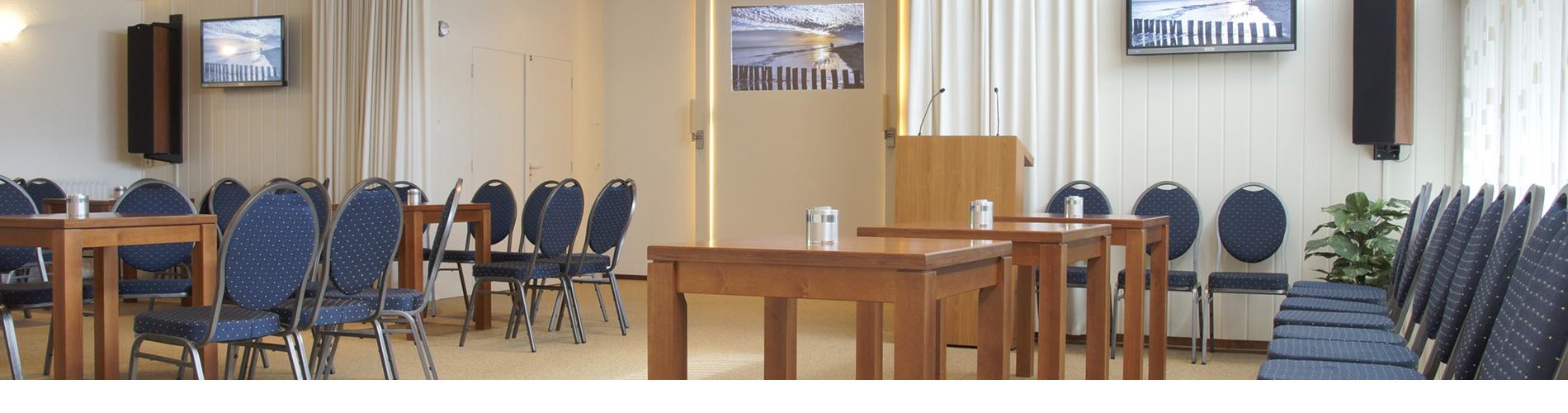 Het sfeervolle rouwcentrum van Uitvaartverzorging Donker in Beusichem biedt alle faciliteiten voor een complete uitvaart. Met ruimte voor 130 zitplaatsen.